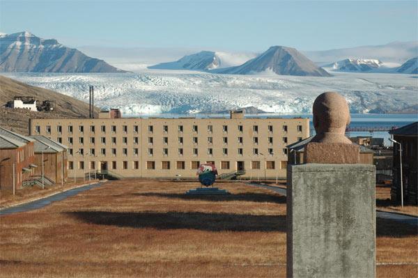 Svalbard-Pyramiden-Lenin-PE-Skramstad-20100914_0913