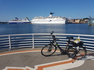 My rented e-bike with Oslo harbor in the background.