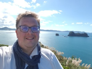 Me smiling at the Cathedral cove viewpoint