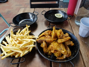 Great chicken wings... and hot :)